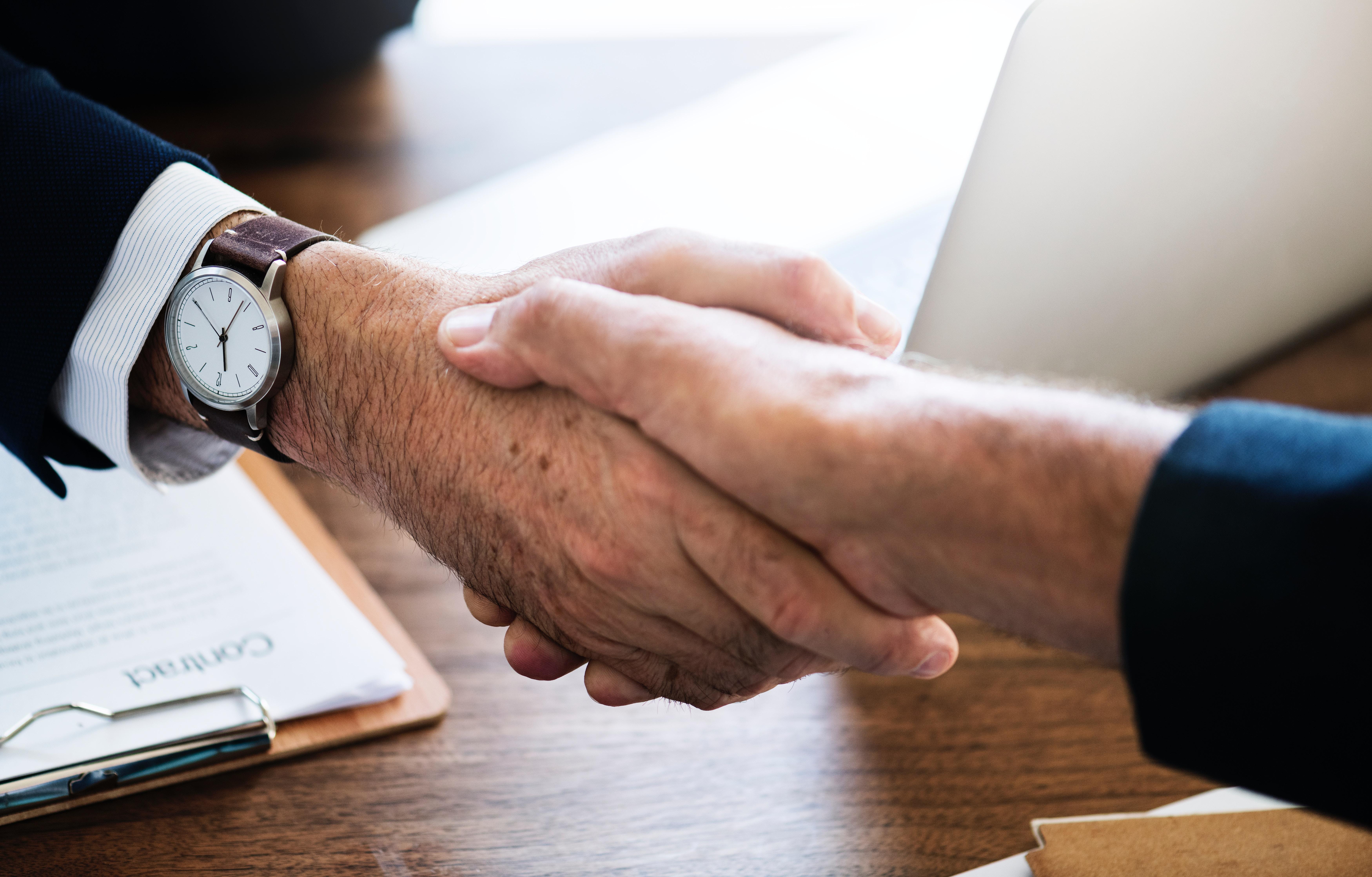 handshake for a job offer agreement
