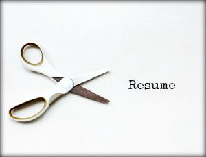 "a white scissor next to the ""resume"" word"