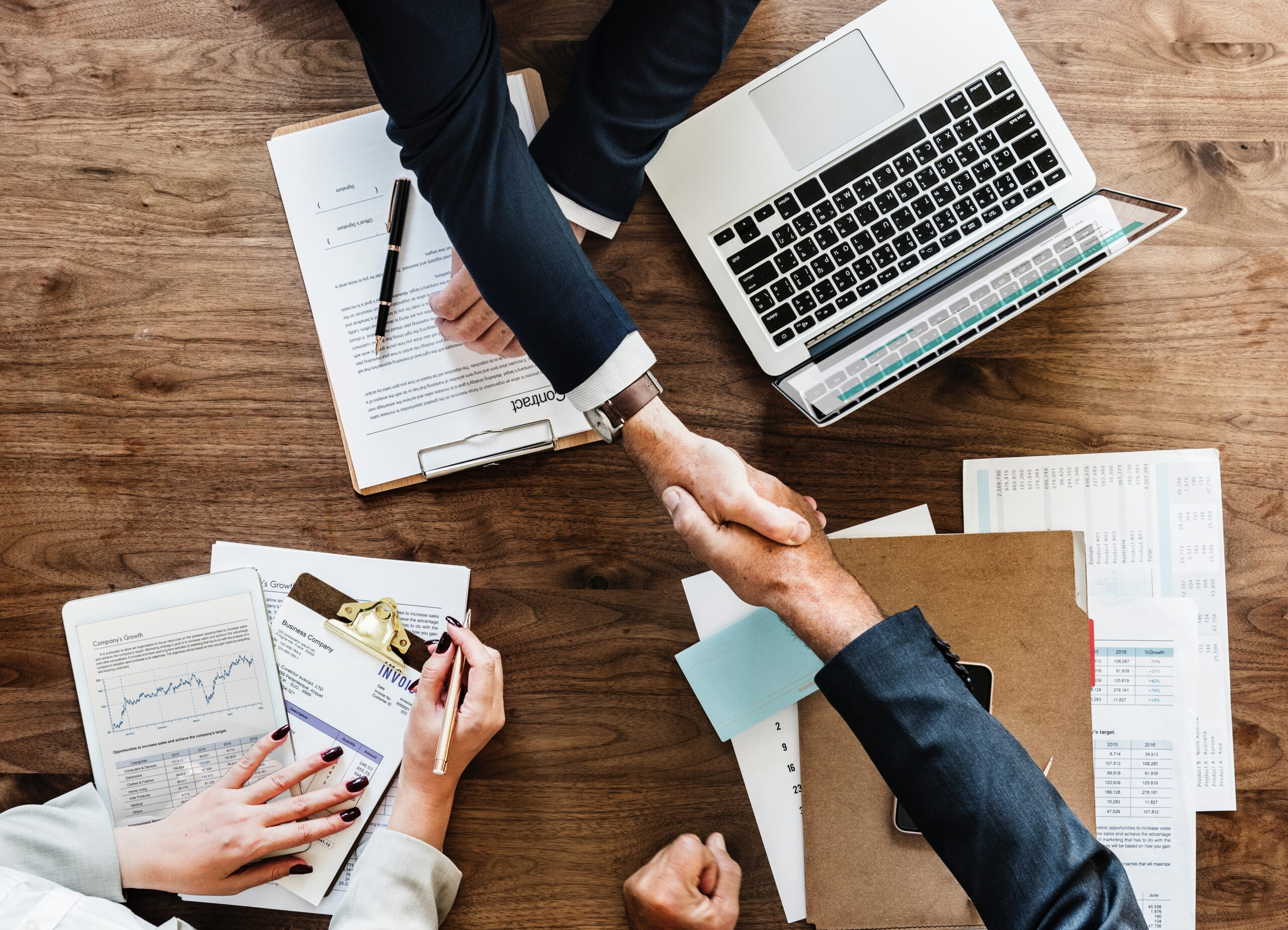 professional people shaking hands after the applicant is aiming for high-paying jobs
