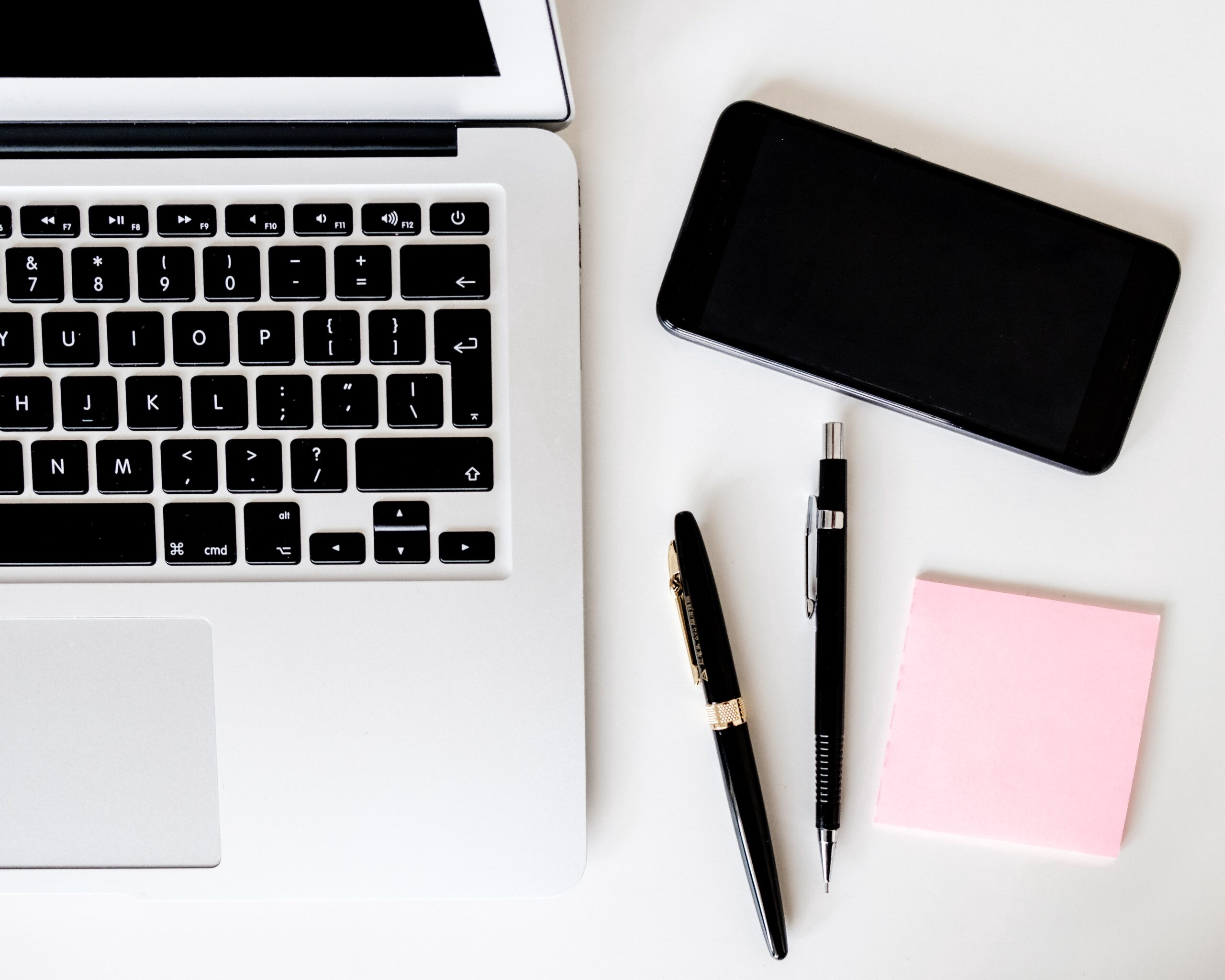 laptop pens and phone for resume standards