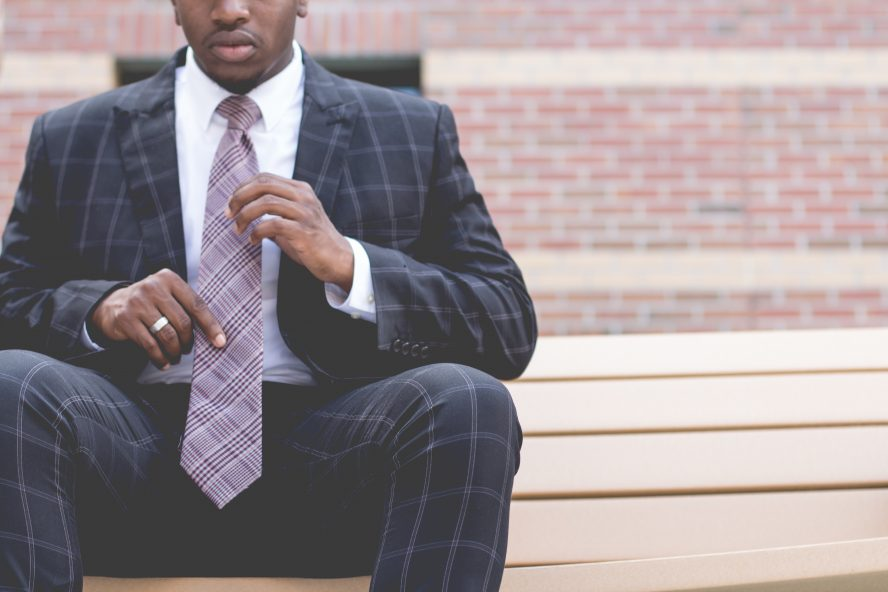 a man in suit ready for his interview and he uses job application tips
